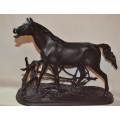 Конь в изгороди (Лошадь в загородке ржущая)