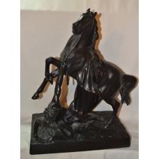 Лошадь с упавшим всадником